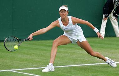 Santangelo in azione sul campo di Wimbledon nel 2007.